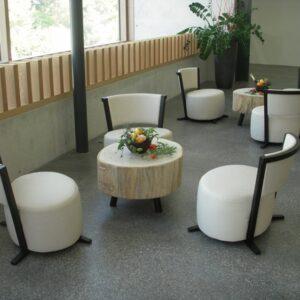 Lounge Mit Holztisch
