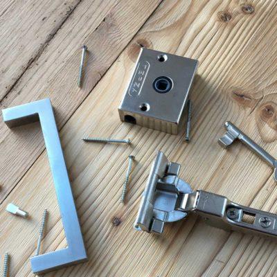 Diverses Material zum Bau einer Tür