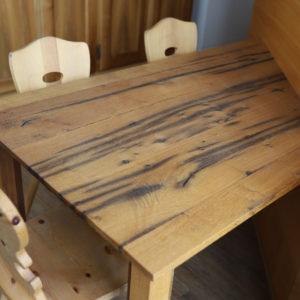 Tisch Mit Holzstühlen